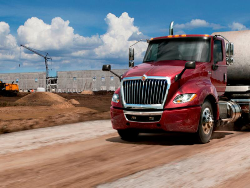 Navistar 'won't drop Cummins'